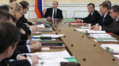Putin seeks raise in maximum age for civil servants