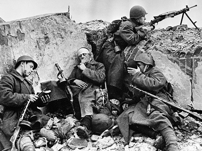 World War II. Soldiers of the Belarusian Front during a short respite after fighting. (RIA Novosti / Alpert)