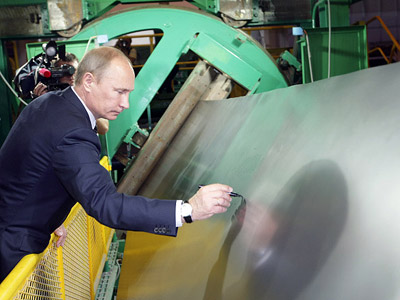 Prime Minister Vladimir Putin visiting the Magnitogorsk Iron and Steel Works. (RIA Novosti/Aleksey Nikolskyi)