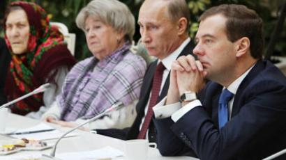 President Dmitry Medvedev, right, and prime-minister Vladimir Putin at a meeting with retirees and veterans in the Grand Kremlin Palace (AFP Photo / Vladimir Rodionov)