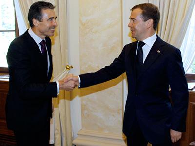 Russia's President Dmitry Medvedev (R) greets NATO's Secretary General Anders Fogh Rasmussen (L) prior to talks in Sochi (RIA Novosti / Vladimir Rodionov)