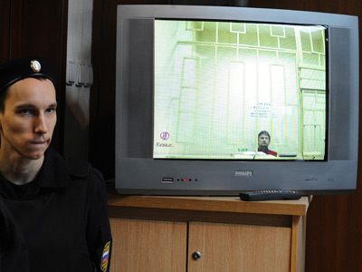 Close-circuit television showing the Moscow City Court proceedings in relation to the complaint about the arrest of Leonid Razvozzhayev (RIA Novosti / Ramil Sitdikov)