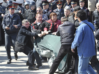 Putin tells fasting Astrakhan protesters to go to court