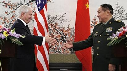 China, Beijing: China's Minister of National Defense General Liang Guanglie (R) shakes hands with US Secretary of Defense Robert Gates (L) at the end of a conference at Bayi Building in Beijing on January 10, 2011. (AFP Photo / Pool / Larry Downing)
