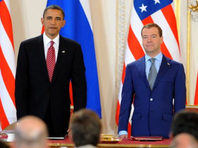 Dmitry Medvedev (R) and Barack Obama prior to signing the new Strategic Arms Reduction Treaty (START) in Prague on April 8, 2010 (AFP Photo / Joe Klamar)