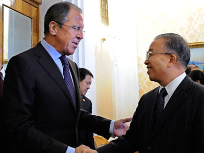Russian Foreign Minister Sergei Lavrov, left, meets with Chinese State Councilor Dai Bingguo, right.(AFP Photo / Yuri Kadobnov)