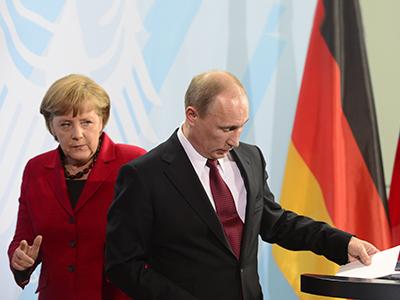 German Chancellor Angela Merkel (L) and Russian President Vladimir Putin. (AFP Photo / John Macdougall)
