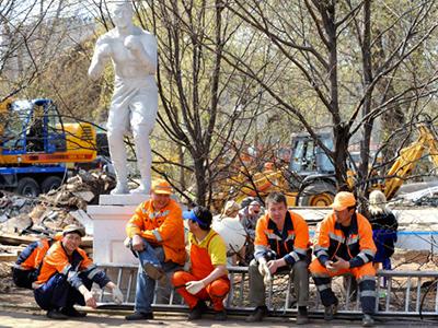 Migrant workers in Russia (RIA Novosti / Sergey Pyatakov)