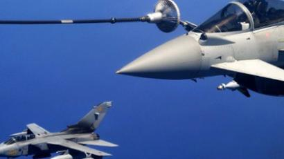A British Typhoon jet (L) and Eurofighter approach a Canadian Boeing CC-150 Polaris during a refuelling operation above the Mediterranean sea as part of the NATO operation over Libya (AFP Photo / Alberto Pizzoli)