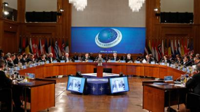 A general view of the NATO-Russia Council session during the NATO Foreign Ministers meeting (Fabrizio Bensch / Reuters)