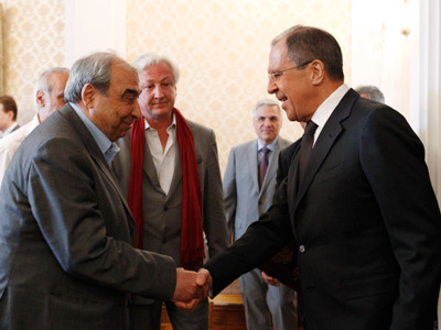 Russia's Foreign Minister Sergei Lavrov (R) shakes hands with prominent Syrian opposition activist Michel Kilo before a meeting with members of the delegation representing the Syrian opposition at the Foreign Ministry headquarters in Moscow July 9, 2012 (Reuters / Sergei Karpukhin)