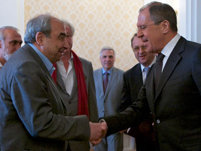 Russia's Foreign Minister Sergey Lavrov (R) shakes hands with prominent Syrian opposition leader  Michel Kilo (L) as they meet in Moscow.(AFP Photo /  Alexander Zemlianichenko)