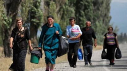 August 10, 2008 Georgian refugees walk with their belongings near village of Troiavi  (AFP Photo / Dimitar Dilkoff)