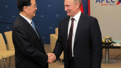 Russian President Vladimir Putin (R) meets with Chinese President Hu Jintao (L) during the Asia-Pacific Economic Cooperation (APEC) summit in Vladivostok on September 7, 2012 (AFP Photo / Saeed Khan)
