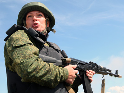 "Female Russian soldier during exercises in the Baltic Fleet program ""Intensive military training course"" in the Kaliningrad region.RIA Novosti / Igor Zarembo"
