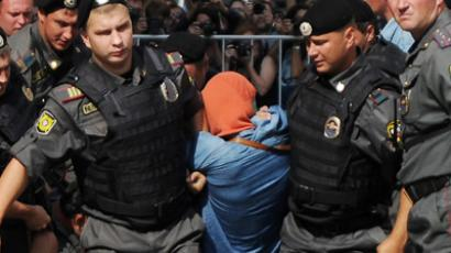 "Moscow : Russian riot policemen detain a supporter of all-girl punk band ""Pussy Riot"" near a court building in Moscow on Agust 17, 2012."