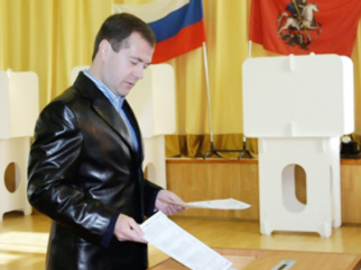 Dmitry Medvedev voting during municipal elections in Moscow (AFP Photo / RIA Novosti / Kremlin pool / Vladimir Rodionov)