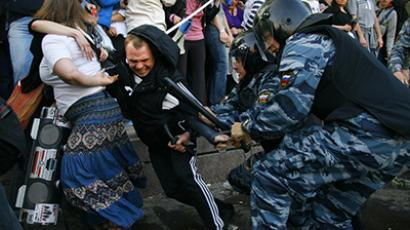 Russian Police officers detain opposition supporters during a rally in Moscow on May 6, 2012. (AFP Photo / Mikhail Pochuev)