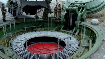 A nuclear missile silo is opened for inspection by the Russian rocket forces, at a site about 70 kilometres from Saratov, November 12, 1994.(REUTERS / Str Old)