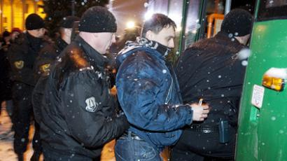 Police officers detaining election demonstrators in Minsk (RIA Novosti / Sergey Samokhin)