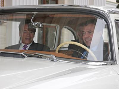 Dmitry Medvedev (R) and Arnold Schwarzenegger (RIA Novosti / Mikhail Klimentyev)