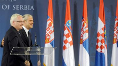 Serbian President Boris Tadic (R) and his Croatian counterpart Ivo Josipovic (L) give a joint press conference in Belgrade after their meeting on July 18, 2010 (AFP Photo / Alexa Stankovic)