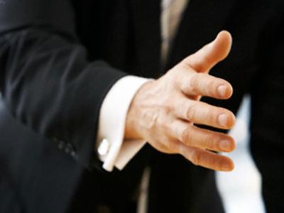 Who will shake hands with Mr. Lukashenko?