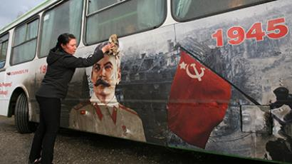 A bus with a picture of Iosef Stalin. (RIA Novosti / Alexandr Kryazhev)