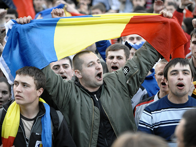 "One state or two?  Pro-Romanian activists and Moldovan ""Patriots"" rally"