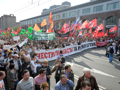 Participants of the March of Millions protest rally during the procession held along Bolshaya Yakimanka Street to Bolotnaya Square (RIA Novosti / Iliya Pitalev)