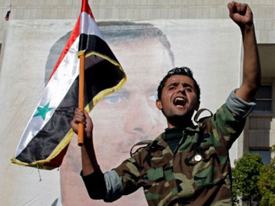 Syrian soldier shouts slogans in front of a picture of President Bashar al-Assad during a pro-regime rally in Damascus (AFP Photo / LOUAI BESHARA)