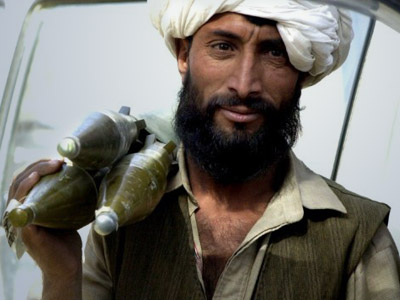 Afghanistan: A Taliban militia walks with his rocket propelled grenade. (AFP Photo/Banaras Khan )