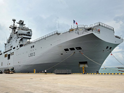 French naval ship FNS Mistral (L9013) – Mistral class LPH is moored at Changi Naval Base during the 8th International Maritime Defence Exhibition & Conference (IMDEX) Asia 2011 in Singapore on May 18, 2011 (AFP Photo / Roslan Rahman)