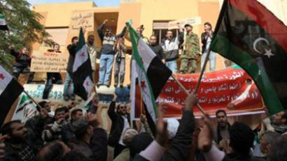 Syrians residing in Libya chant anti-Russian slogans outside Moscow's embassy in Tripoli (AFP Photo / Mahmud Turkia)