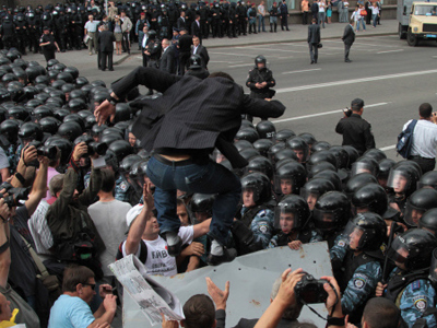 Opposition clashes with police on Ukrainian Independence Day