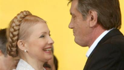Yulia Tymoshenko (L) and Viktor Yushchenko (AFP Photo / Sergei Supinsky)