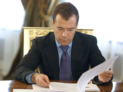 Medvedev urges introduction of simpler taxation