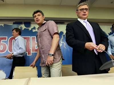 "Co-Chairmen of the ""People's Freedom"" party (PARNAS) Vladimir Ryzhkov, Boris Nemtsov, Mikhail Kasyanov and Vladimir Milov (left to right) at the party conference (RIA Novosti / Andrey Stenin)"