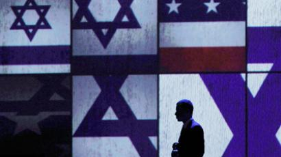 A member of Israeli Prime Minister Benjamin Netanyahu's security team is seen on stage as Netanyahu speaks at the annual American Israel Public Affairs Committee (AIPAC) policy conference in Washington (Reuters / Jason Reed)