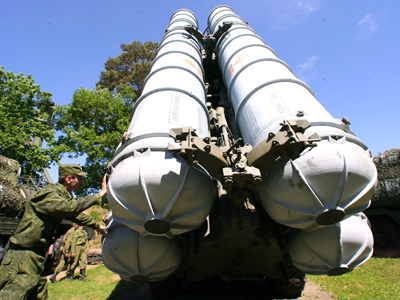Bringing the launcher anti-aircraft missile system S-300 PS launcher into firing position (RIA Novosti / Igor Zarembo)