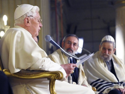 "Vatican rejects ""chosen people"" claim, calls on Israel to end ""occupation"""