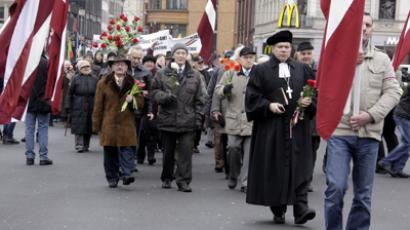 Latvian Waffen-SS legion's veterans and their supporters marching on central streets of Riga (RIA Novosti / Oksana Dzhadan)