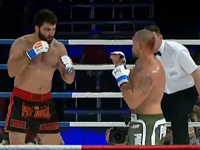 Andrey Arlovski (L) and Mike Hayes in action during the 'Fight Nights 9' tournament in Moscow. (An image grab taken from a video uploaded on YouTube by user@ZProphet_MMA )