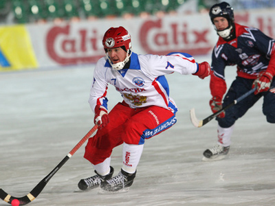 Russia score 17 unanswered goals to beat US in Bandy Worlds opener