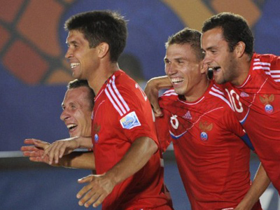 2001 world champions, Russia's beach soccer team (AFP Photo / Anne-Christine Poujoulat)