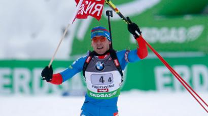 Russia's Anton Shipulin celebrates after winning the 2x6 and 2x7.5km mixed relay at the Biathlon World Cup in Hochfilzen, December 18, 2011. (Reuters / Lisi Niesner)