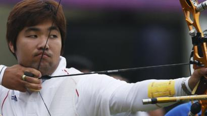 South Korea's Im Dong-hyun takes aim during the men's archery individual ranking round of the London 2012 Olympics Games at the Lords Cricket Ground in London July 27, 2012. (Reuters/Suhaib Salem)
