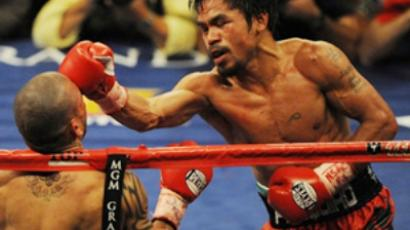 Manny Pacquiao (R) (AFP Photo / Mark Ralston)
