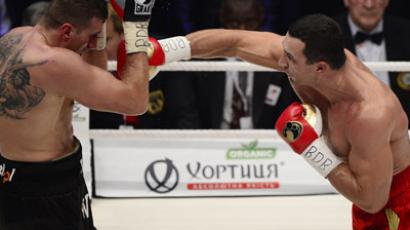 Ukrainian heavyweight boxing world champion Wladimir Klitschko (R) fights with Polish challenger Mariusz Wach in the IBF, IBO, WBO and WBA title bout at the O2 arena on November 10, 2012 in the nothern German city of Hamburg. (AFP Photo/John Macdougall)