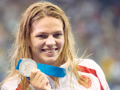 Yuliya Efimova during the medal ceremony on Sunday, July 31, 2011 (RIA Novosti / Aleksander Vilf)